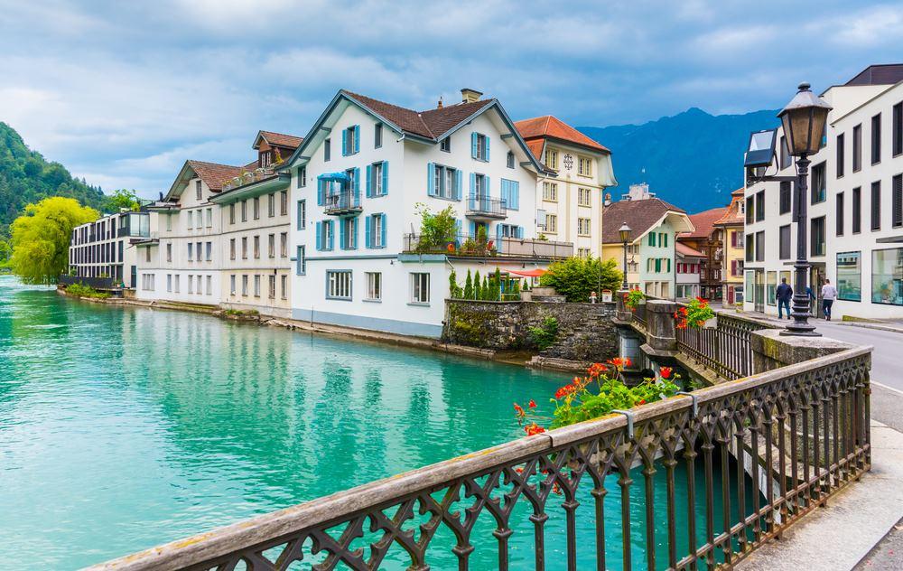 อินเตอร์ลาเคน (Interlaken) สวิตเซอร์แลนด์ (Switzerland)